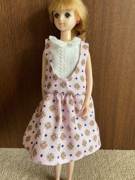 ドール服、U字カットがキュートなジャンパースカートの作り方