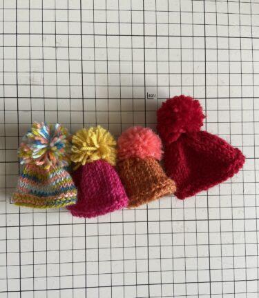 ドール服、初心者さんにも最適な棒針で編むミニチュア・ニット帽子の作り方